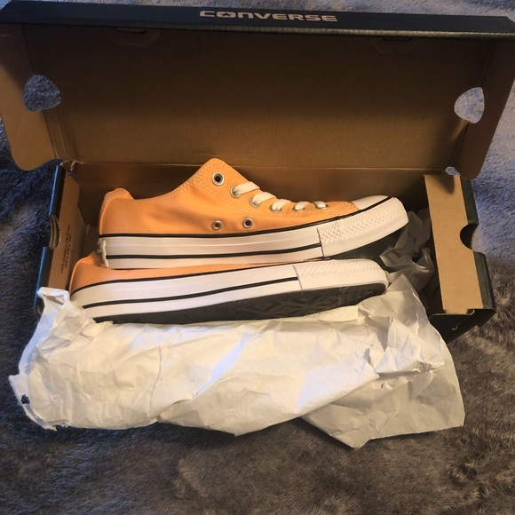 CONVERSE CHUCK TAYLOR ALL STAR LOW TOP SUNSET GLOW NWT